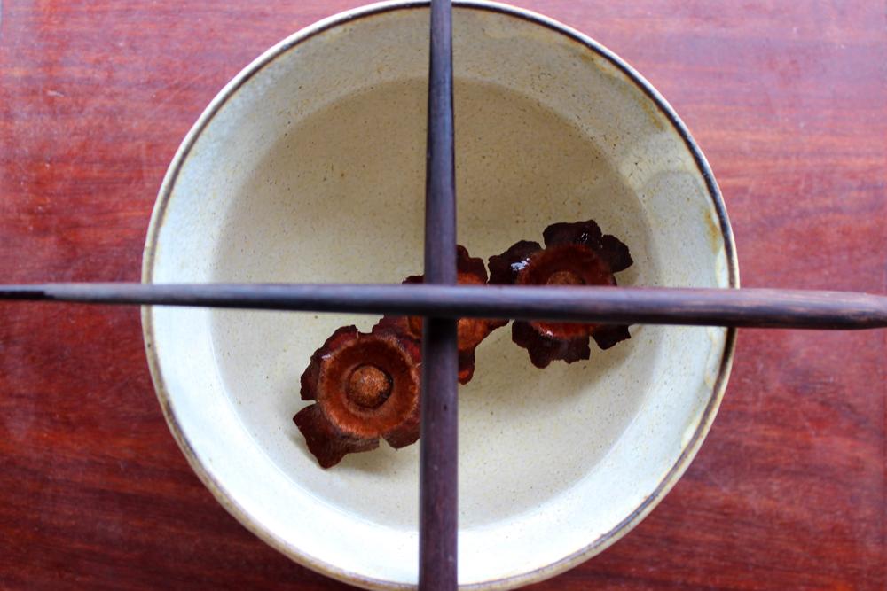 茶碗に柿のヘタ
